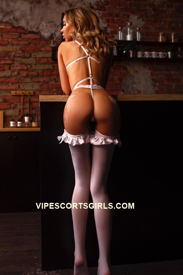 Blonde Sexy Escort in London